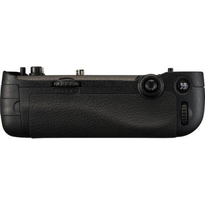 گریپ-طرح-فابریک-Nikon-MB-D16-Multi-Power-Battery-Pack-for-D750